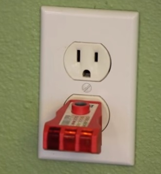 How to Install a 115  Electrical Outlet with USB Ports