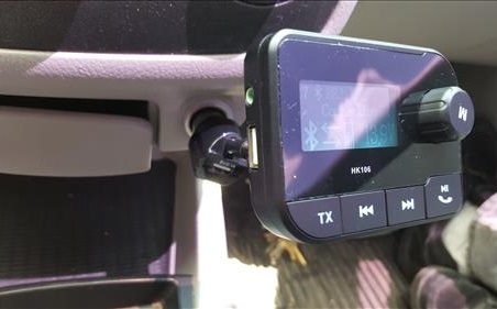 Review HK106 Bluetooth FM Transmitter with 2.0 Inch Screen and USB Port Plugged in