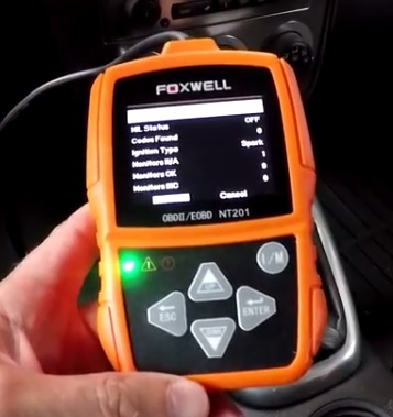 Review Foxwell NT201 OBDII Code Scanner Green Light