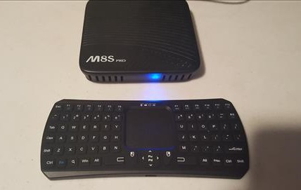 Review Mini Bluetooth Keyboard with Touchpad Remote Control for Android and Windows A Box Pic