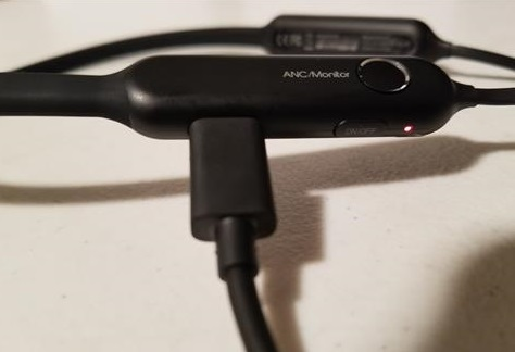 Review Linner NC50 Active Noise Cancelling Wireless Bluetooth In-Ear Headphones Plugged in