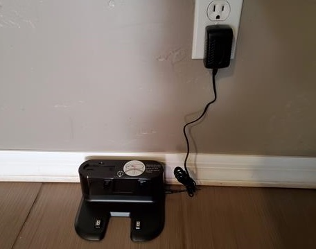 How To Charge the MOOSOO Robot Vacuum Cleaner Step 1
